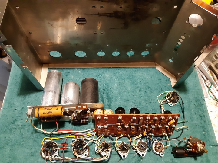 McIntosh_MC40_electronics.jpg